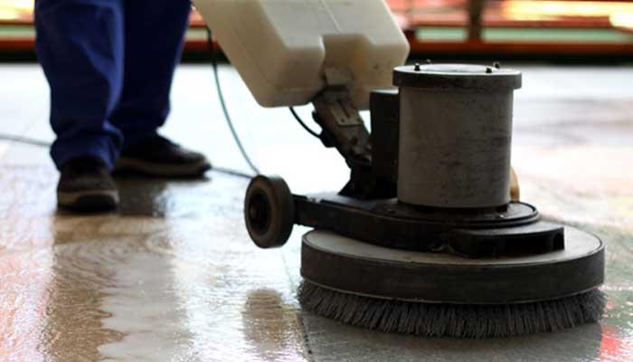 Enceradeira industrial para lavar piso: tudo que você precisa saber