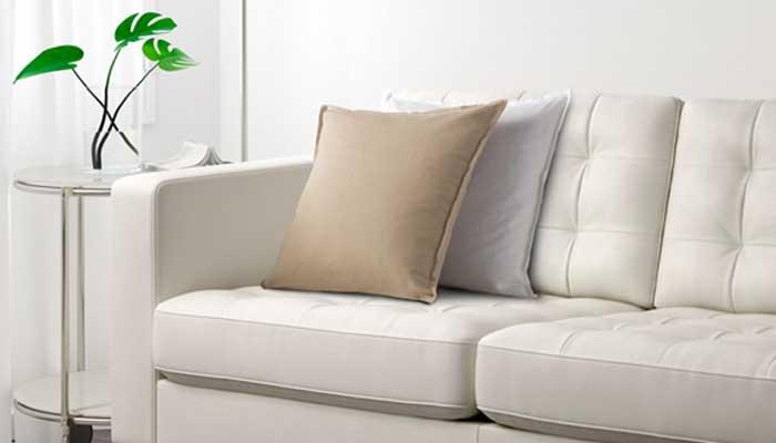 Por que e com qual frequência deve ser feita uma limpeza do sofá?